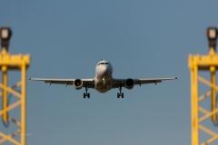 plane-330487_1280